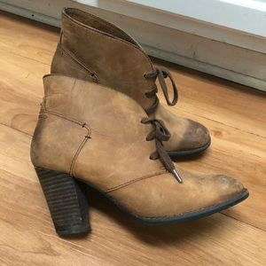 Clarks brown rustic leather lace-up bootie 7
